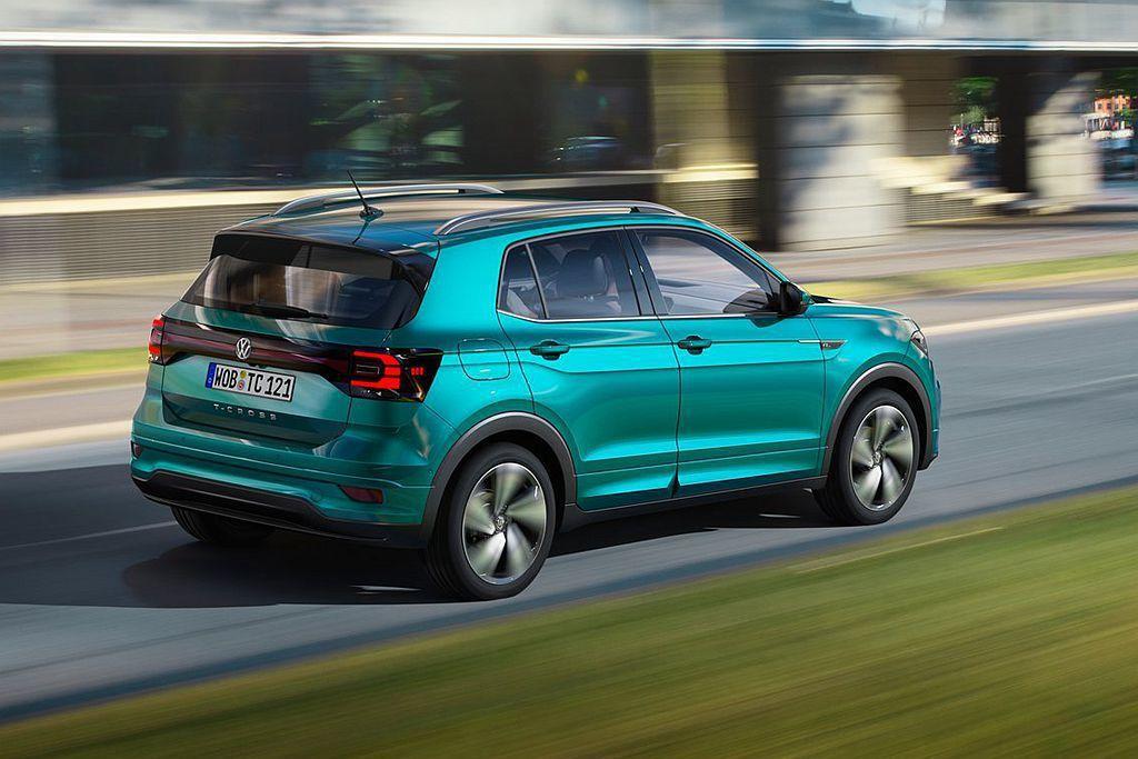 福斯T-Cross在德國將自動緊急煞車系統(附行人偵測)、車道偏離警示系統、斜坡...