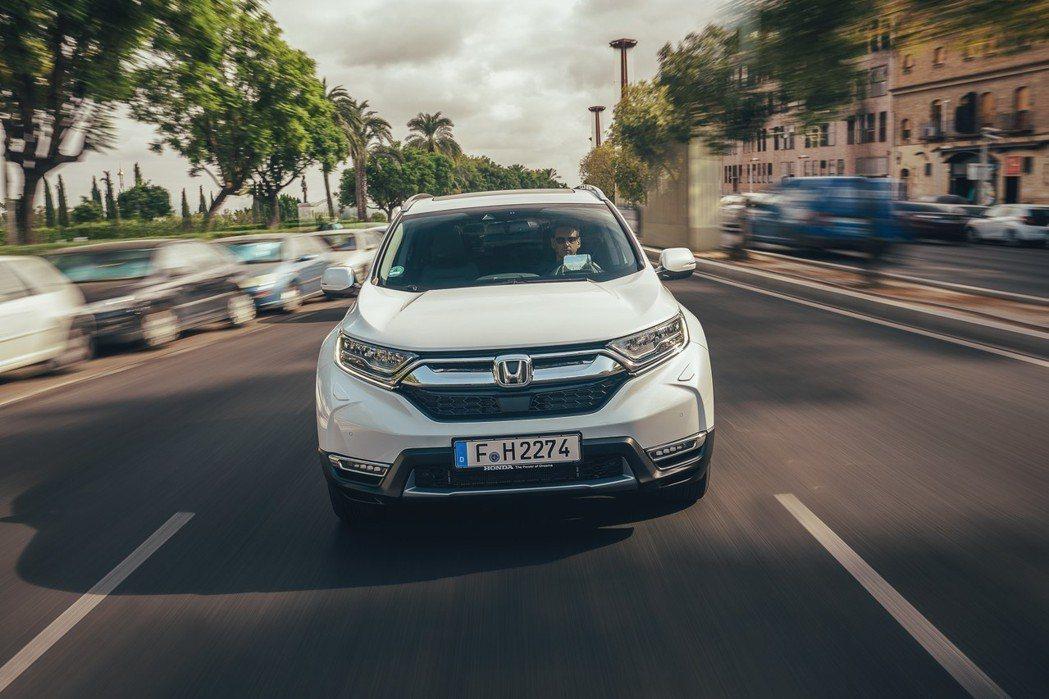 歐規Honda CR-V Hybrid提供了前驅版(FWD)與四驅版(AWD)兩...