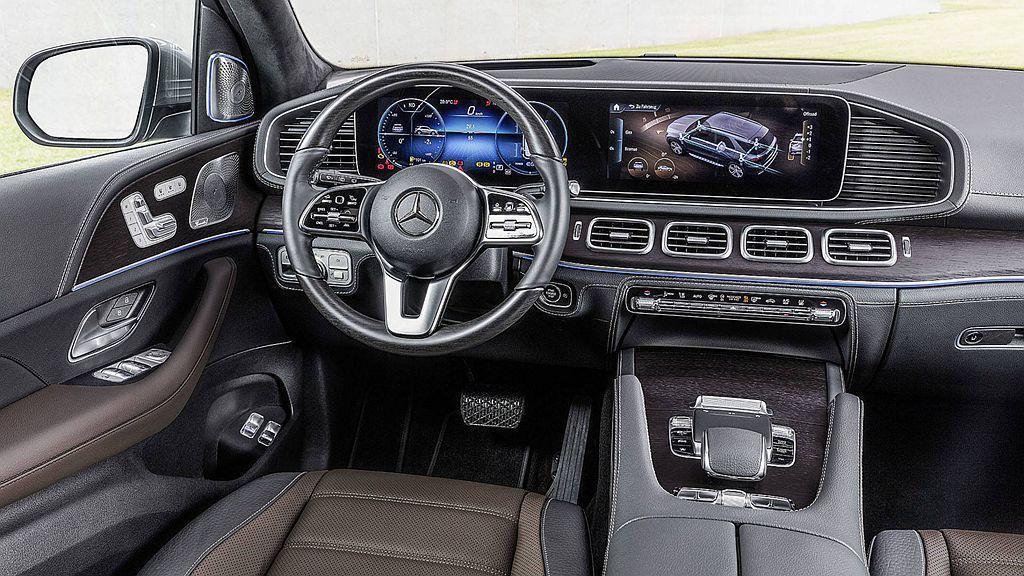 全新賓士GLE是品牌首款導入MBUX多媒體智慧系統的豪華休旅車。 圖/Mercedes-Benz提供
