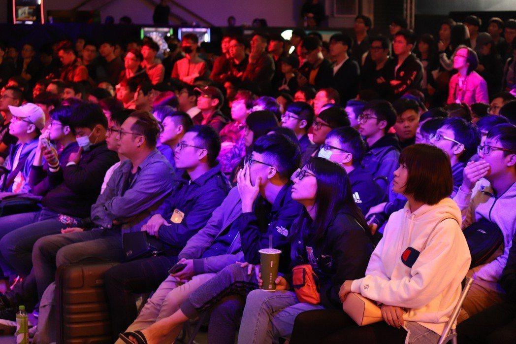 觀眾聚精會神