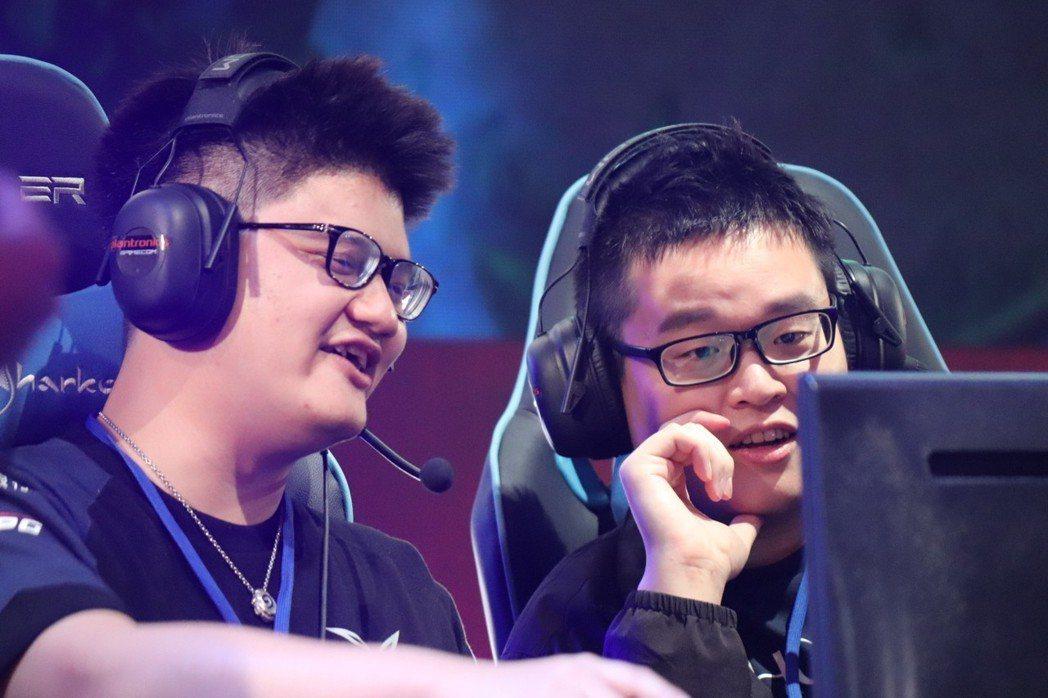 台灣藍:(左:大哥60229、右:香菇奾汁)