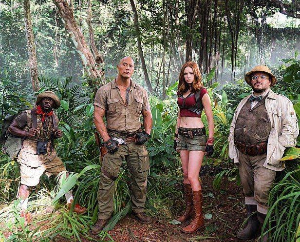 凱文哈特(左起)、巨石強森、凱倫吉蘭、傑克布萊克主演的「野蠻遊戲:瘋狂叢林」美國