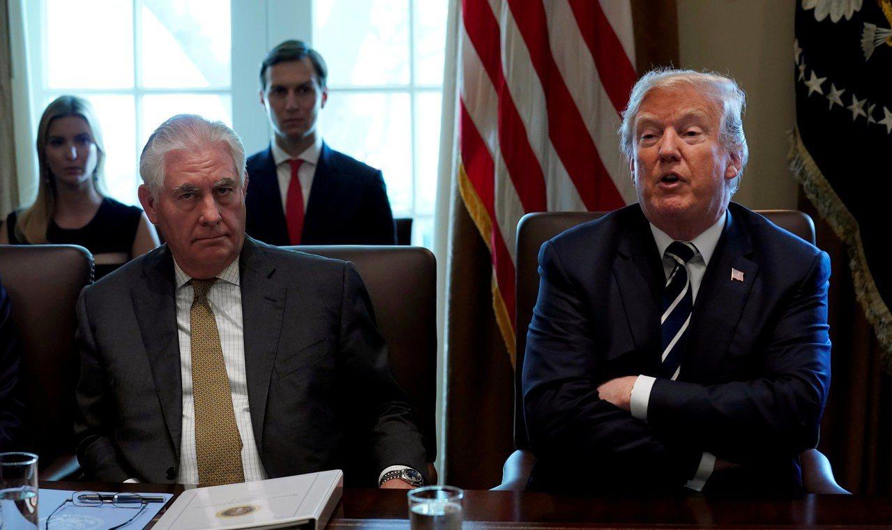 美國前國務卿提勒森(左圖)和美國總統川普隔空互罵。圖為兩人資料照片。路透