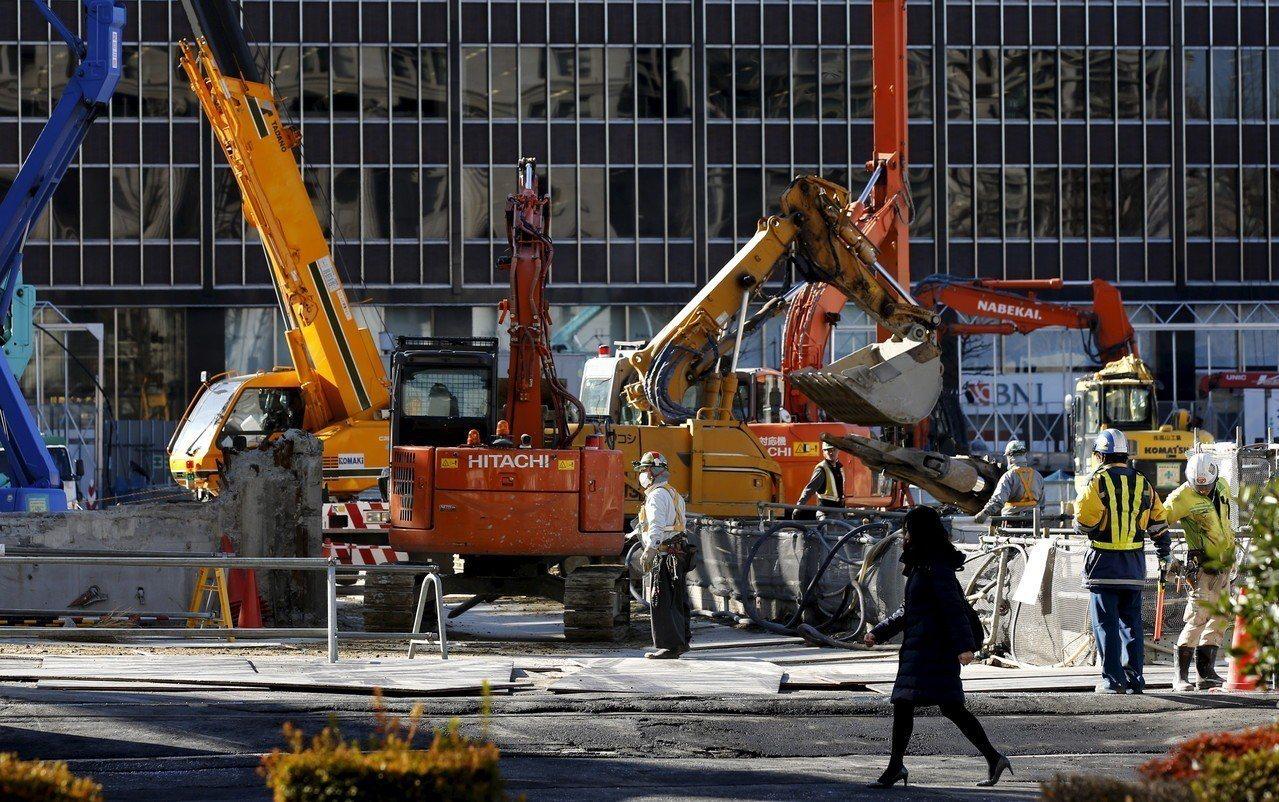 日本通過放寬外籍勞工簽證的規定,法案明年4月上路,屆時外籍勞工可申請5年的短期工...