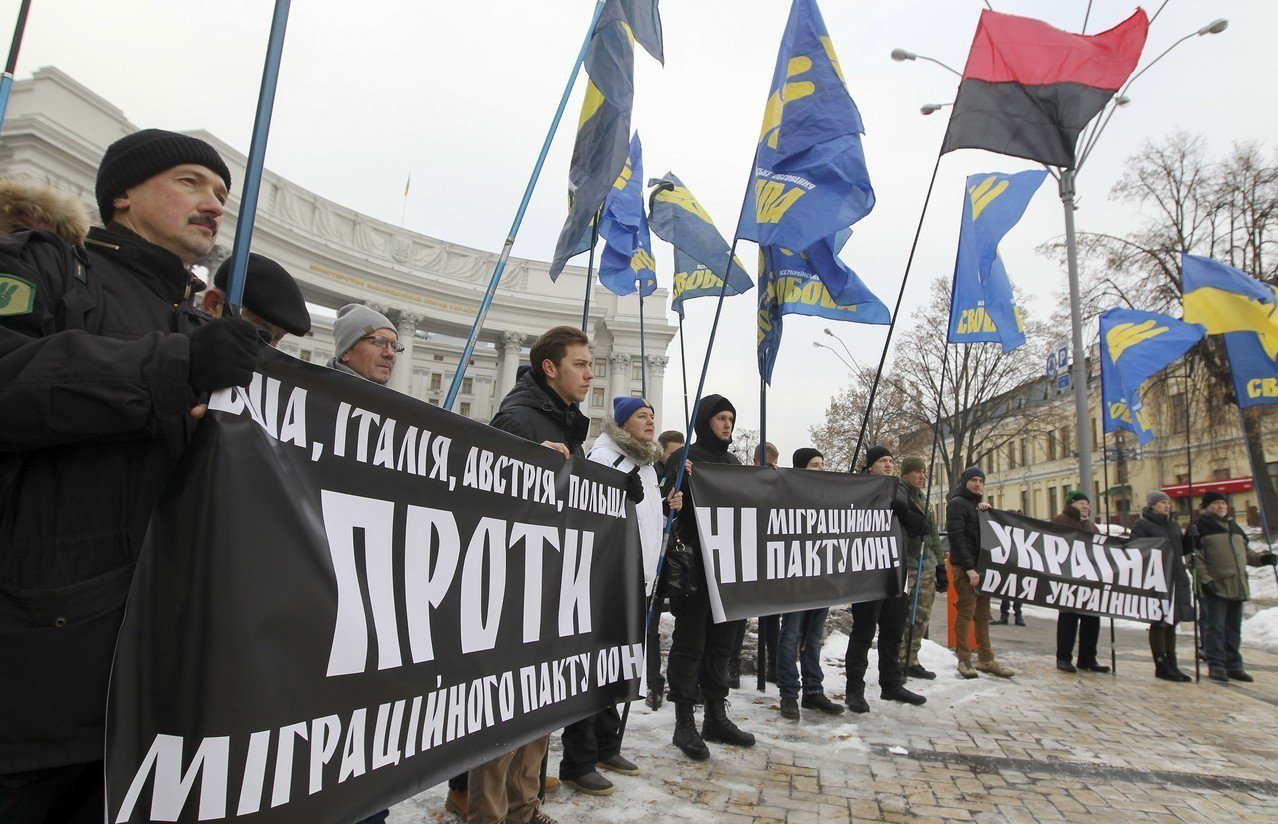 烏克蘭的民族主義者7日在基輔集會,抗議政府將簽署聯合國「全球移民契約」。歐新社