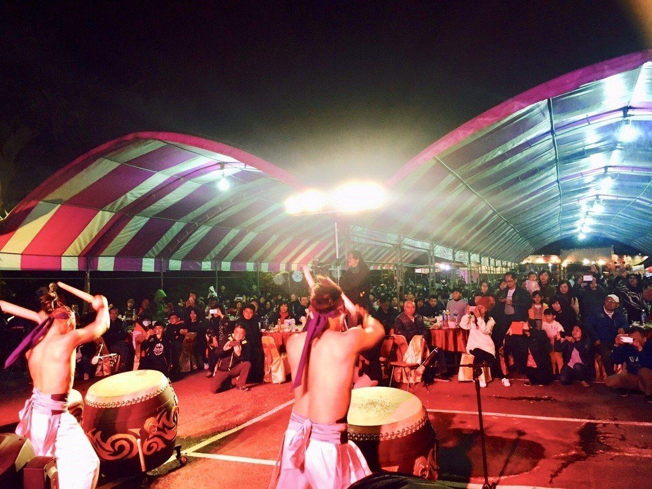 每年活動現場還有歌舞表演及摸彩,相當熱鬧。