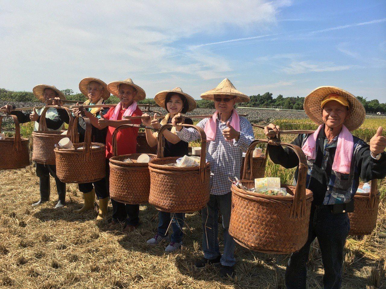 雲林縣第二期稻作已陸續收割,林內鄉農會今天舉辦割稻競賽及品嘗割稻飯體驗活動,雲林...