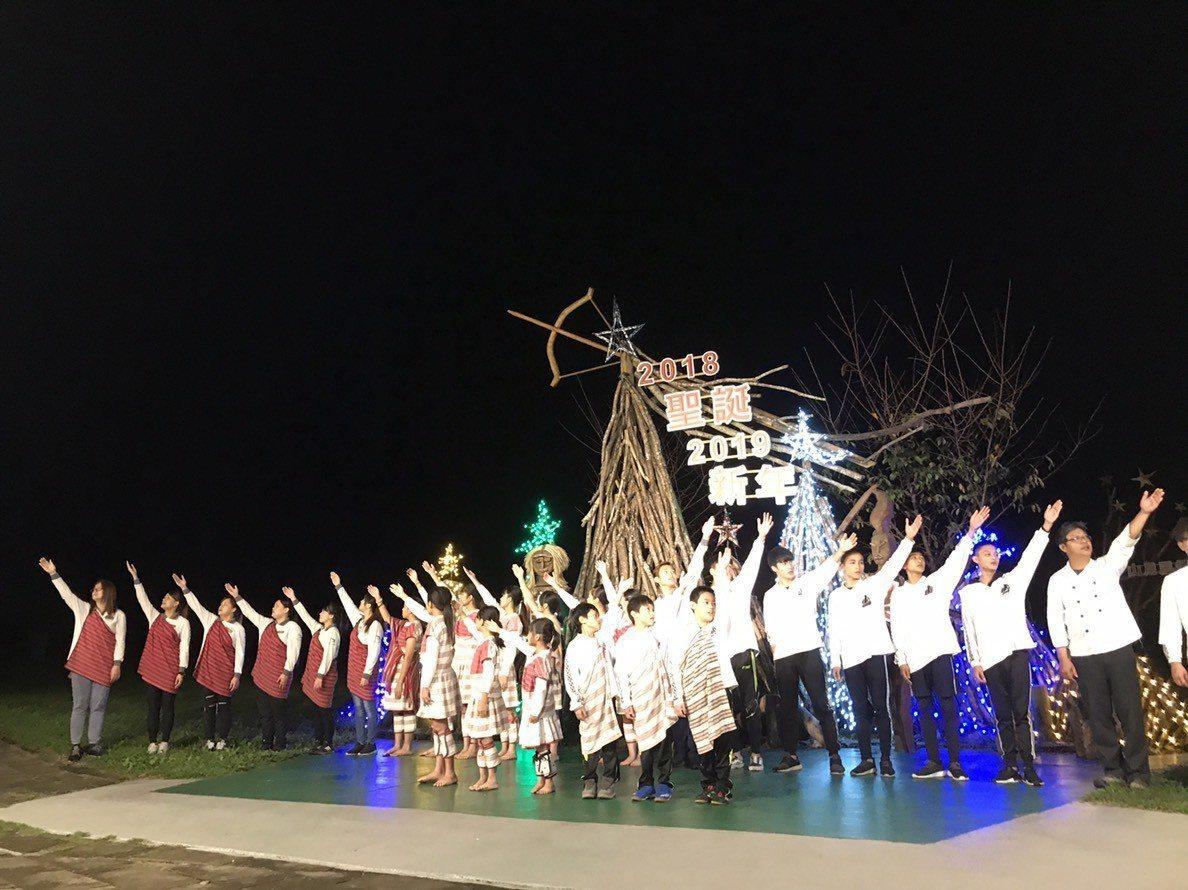 花蓮太魯閣飯店「山月村」昨晚舉辦感恩點燈晚會。記者王燕華/攝影