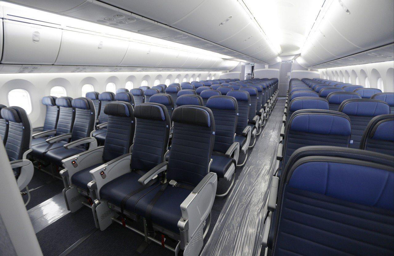 機上性騷擾事件增加,要求航空業者提供女性旅客專用座位區的呼聲也升高。美聯社
