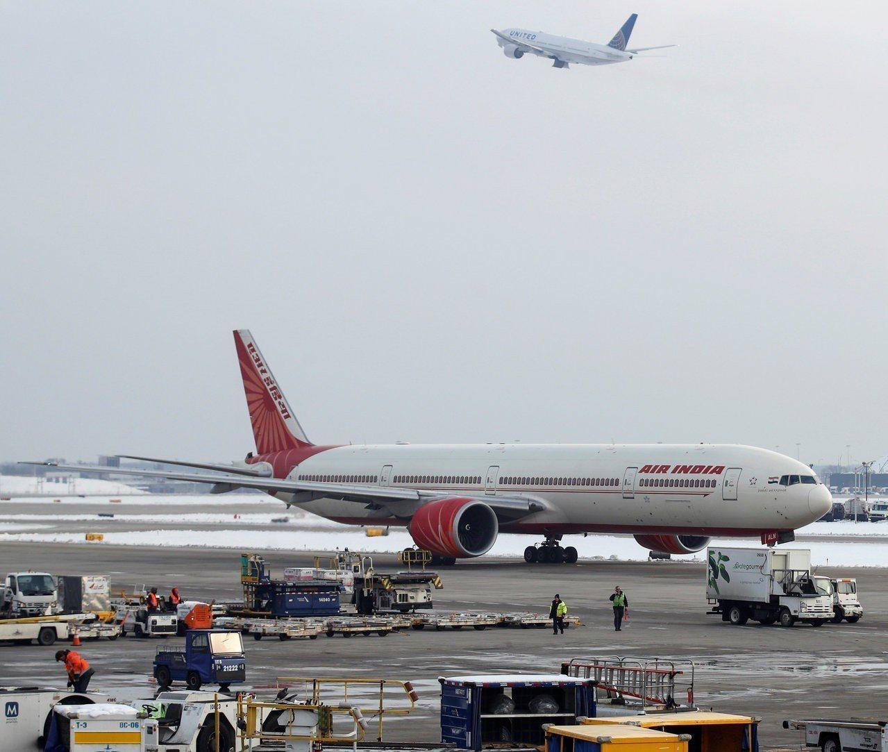 為因應半空中發生的性騷擾事件增加,印度航空2017年起提供女性旅客專用座位區。路...