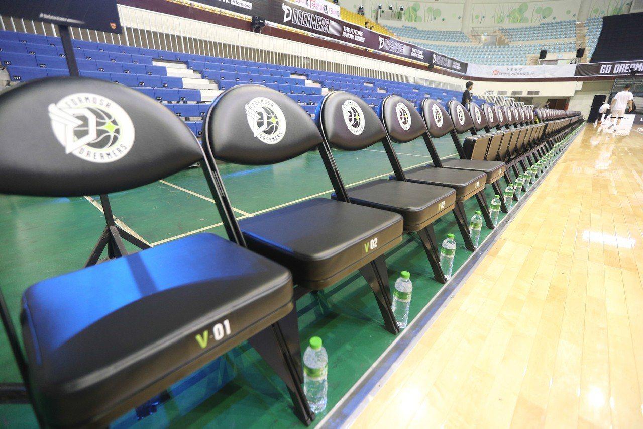 價值3萬元整季VIP座位區。記者黃仲裕/攝影
