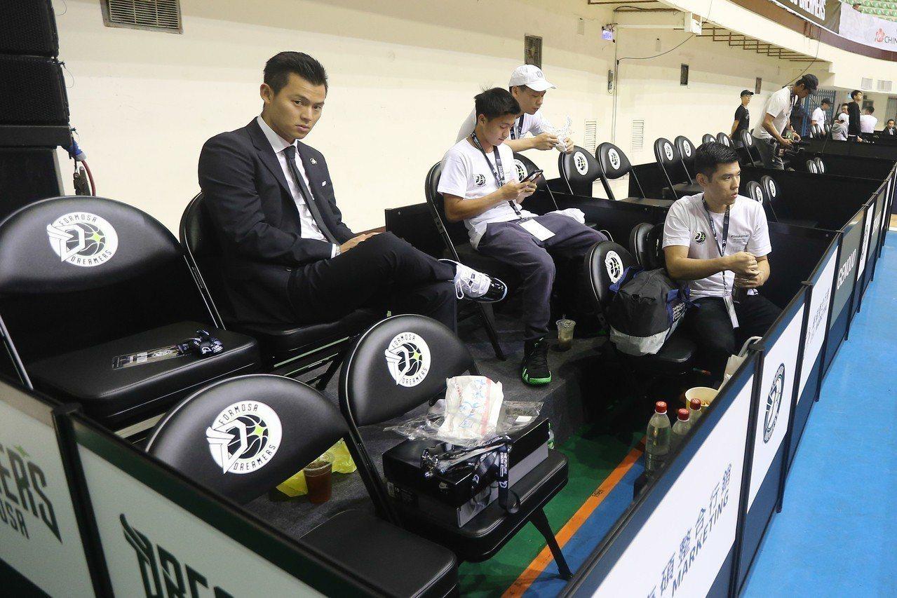 價值20萬台幣的整季VIP特殊包廂。記者黃仲裕/攝影