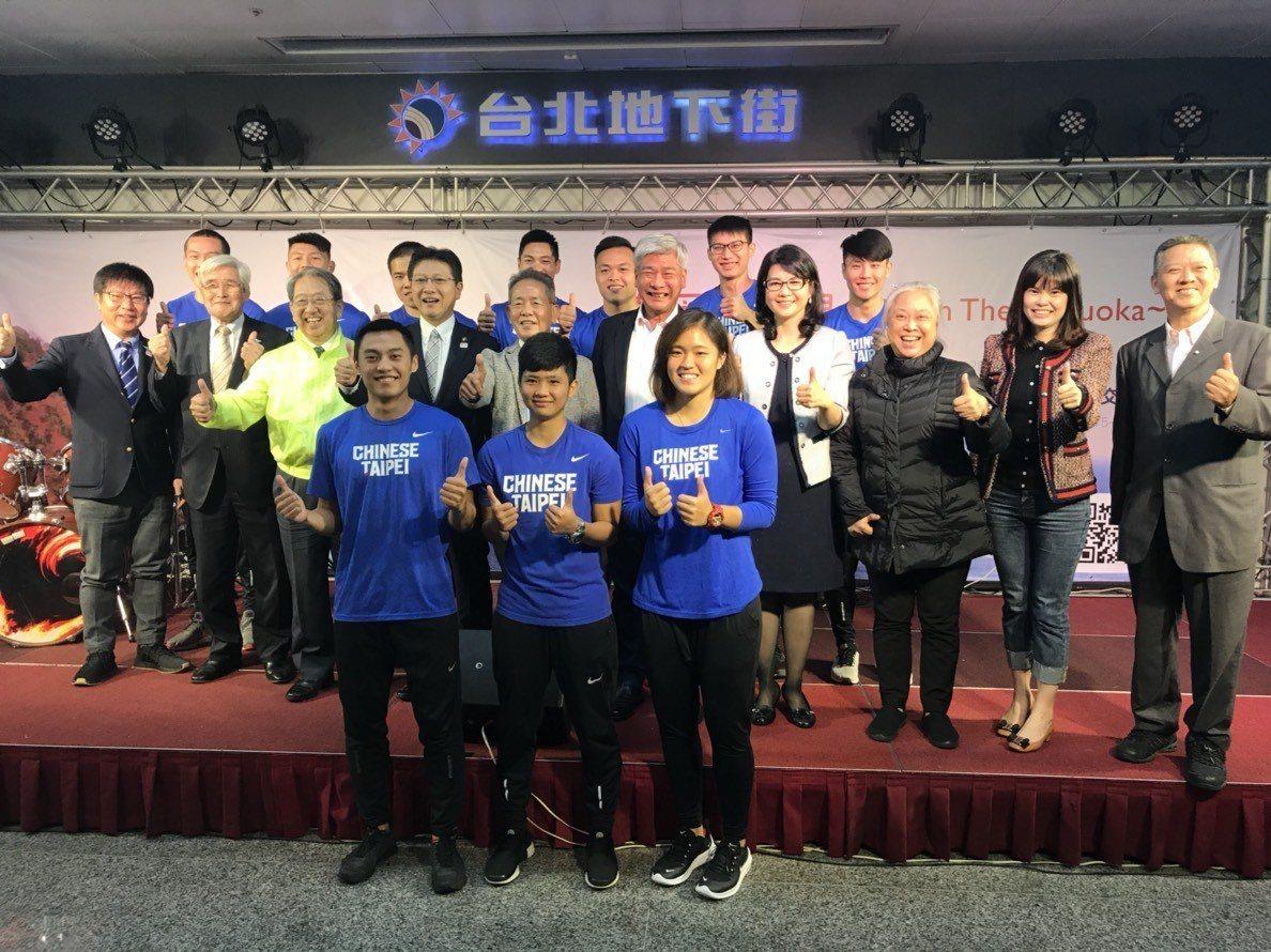 我國田徑好手在中華田徑協會率領下為「靜岡再發現」活動站台。記者劉肇育/攝影
