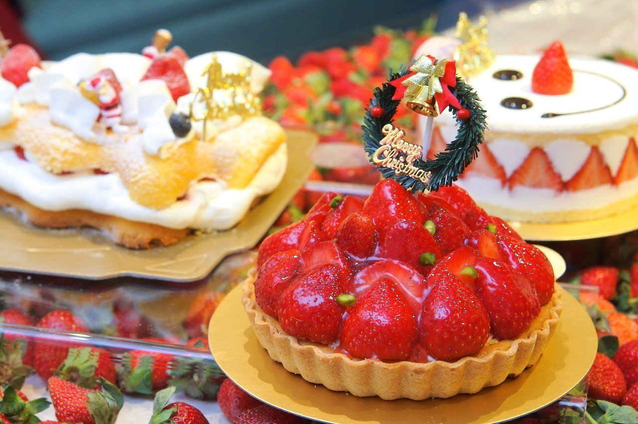 為慶祝開幕,鋪有滿滿草莓的草莓狂想,特價1元。記者陳睿中/攝影