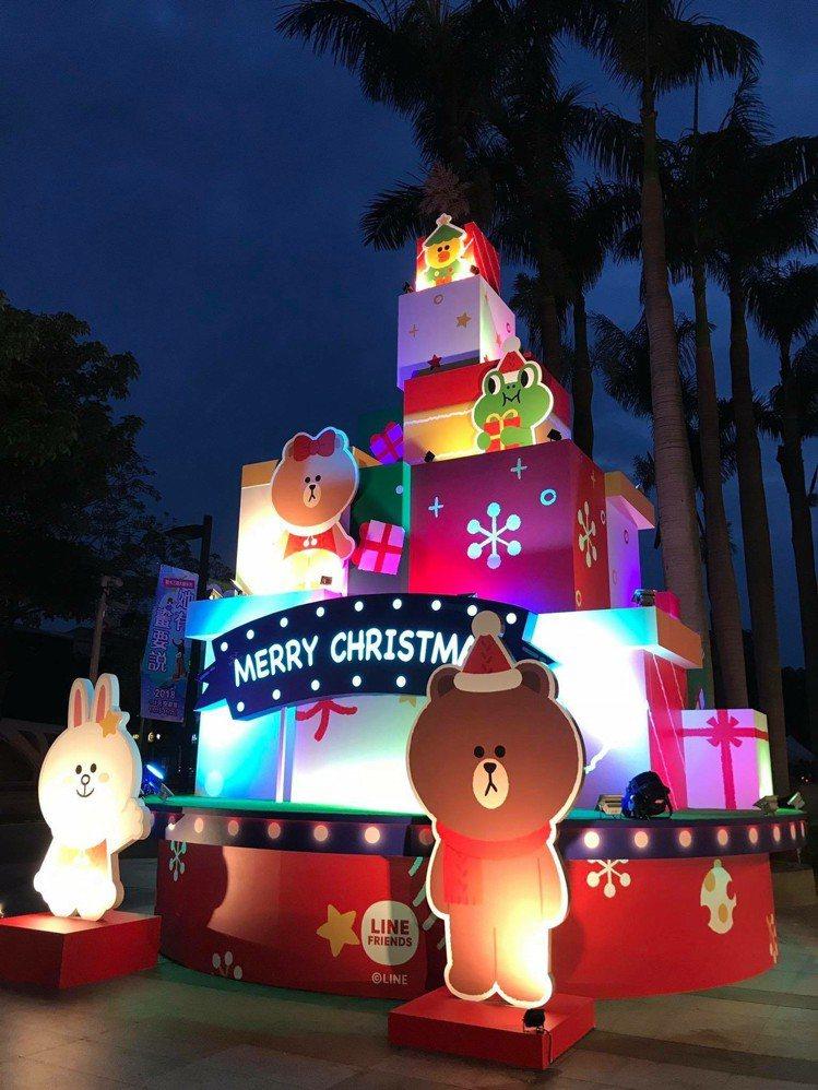 新光三越台中中港店盒你在一起耶誕樹。圖/新光三越提供