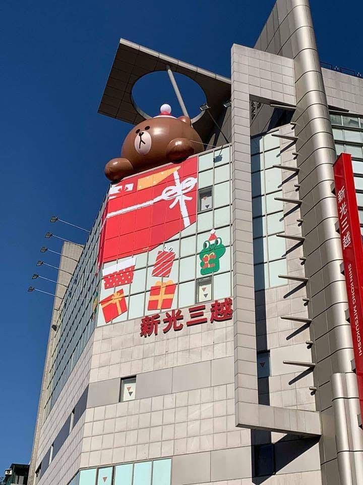 熊大出現在新光三越台北南西店樓頂的設計相當萌。圖/新光三越提供
