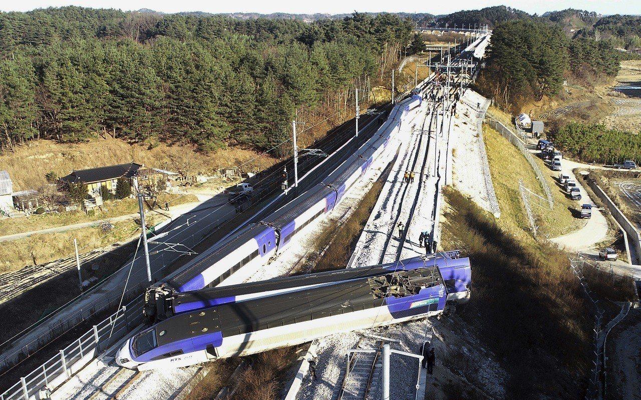 南韓8日早上發生一班開往首爾的高鐵列車 (KTX)在駛出江陵站後不到5分鐘就發生...