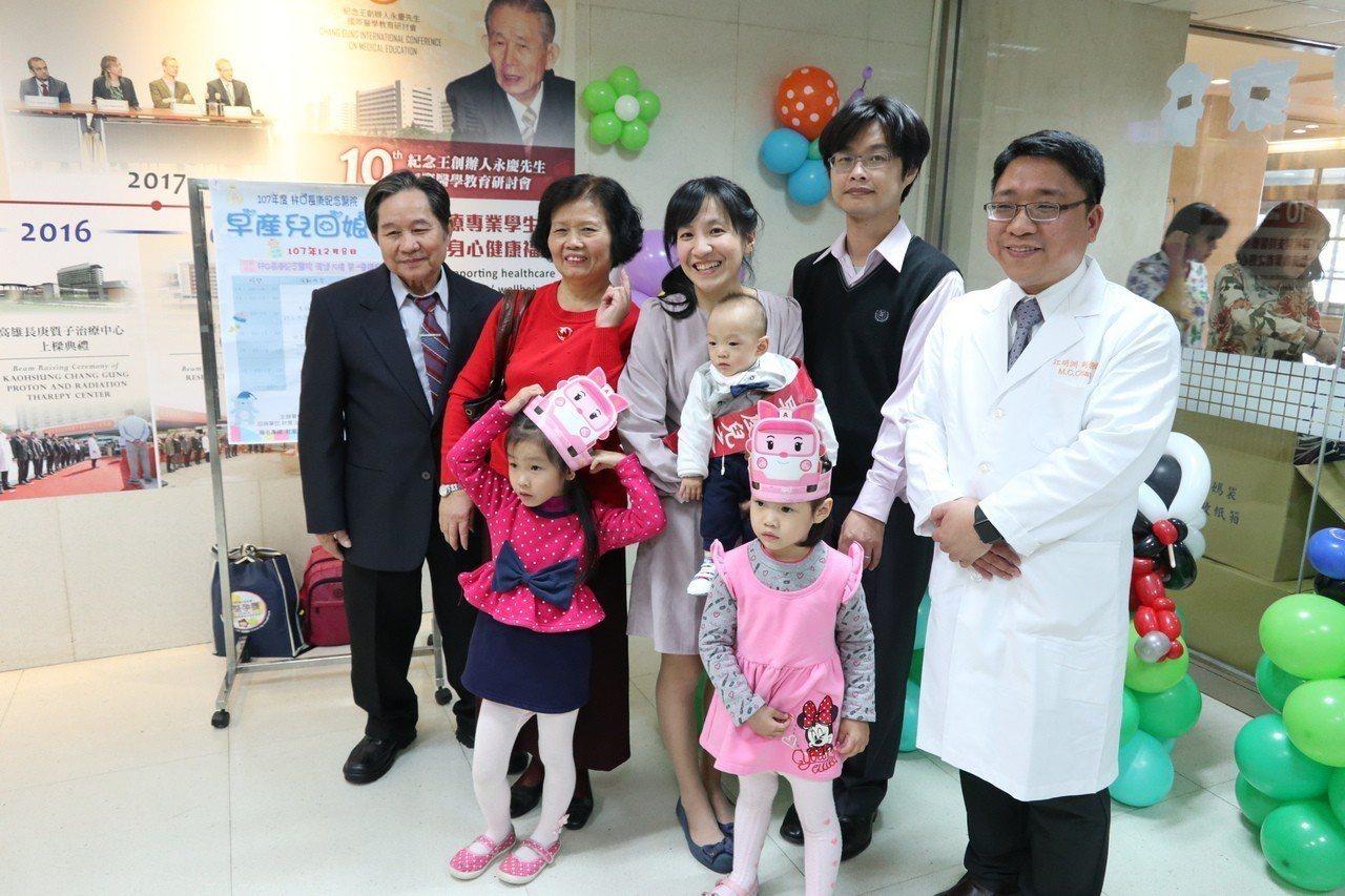 林口長庚醫院新生兒科加護中心,去年收治1名出生僅400公克的早產兒Q寶,也是長庚...