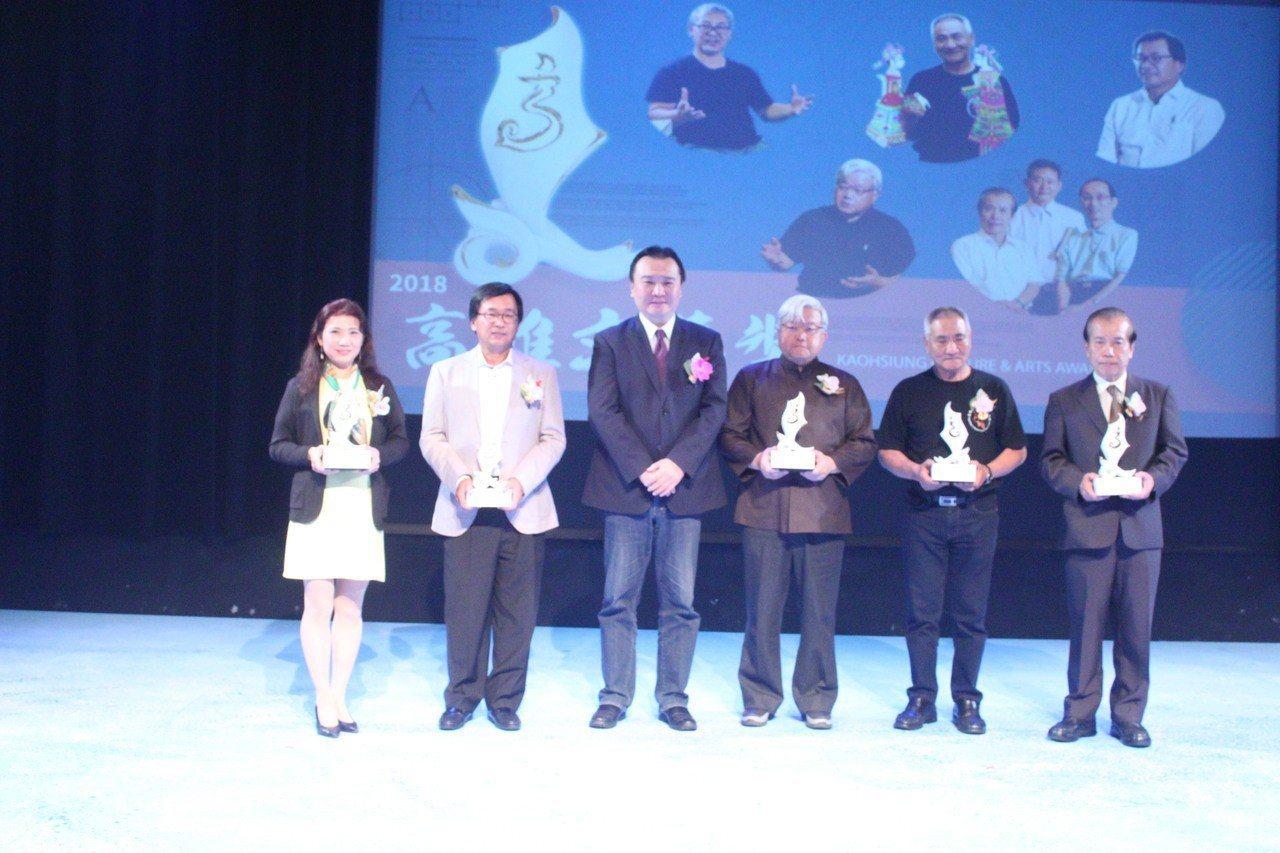 「高雄文藝獎」象徵高雄藝文界最高殊榮,今年有5獲獎者。圖/高雄市文化局提供