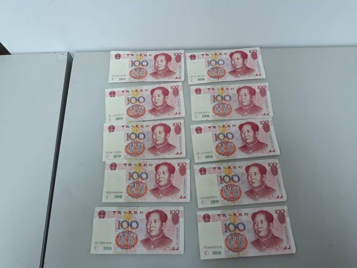 嘉義市蔡姓女子日前拿人民幣到台灣銀行兌換,因紙質粗糙遭行員識破有偽鈔,全案依偽造...