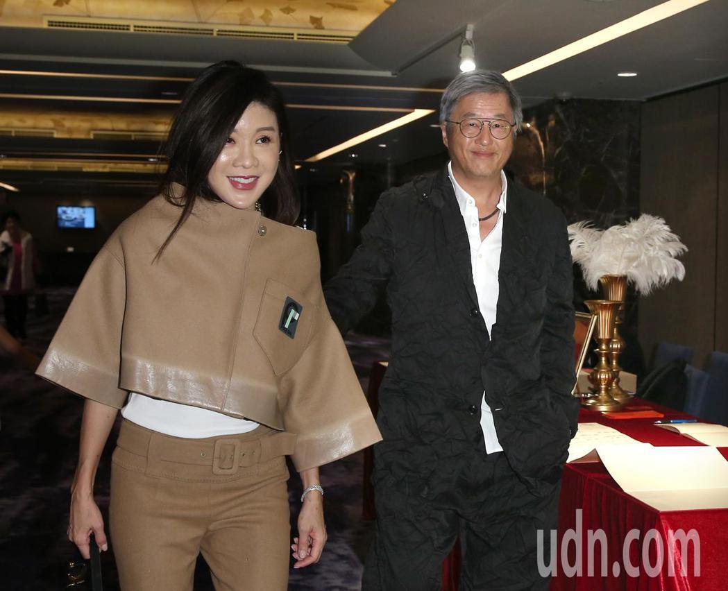 王偉忠(右)與林慧晶(左)出席段鈞豪婚禮。記者林澔一/攝影