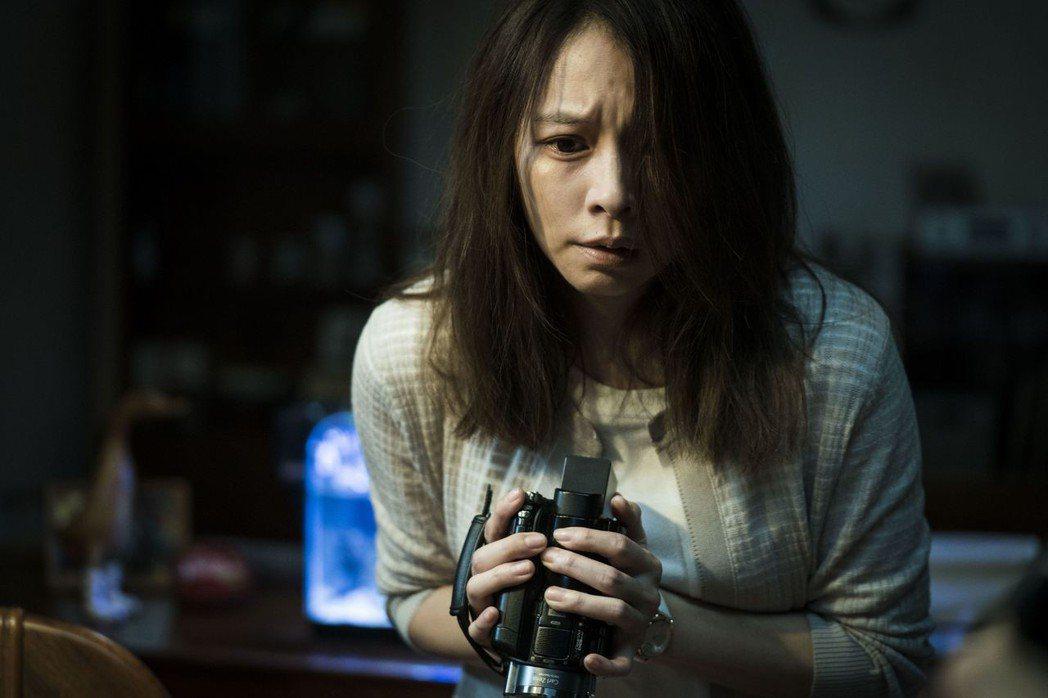 徐若瑄在「人面魚 紅衣小女孩外傳」中演技有很大突破。圖/威視提供
