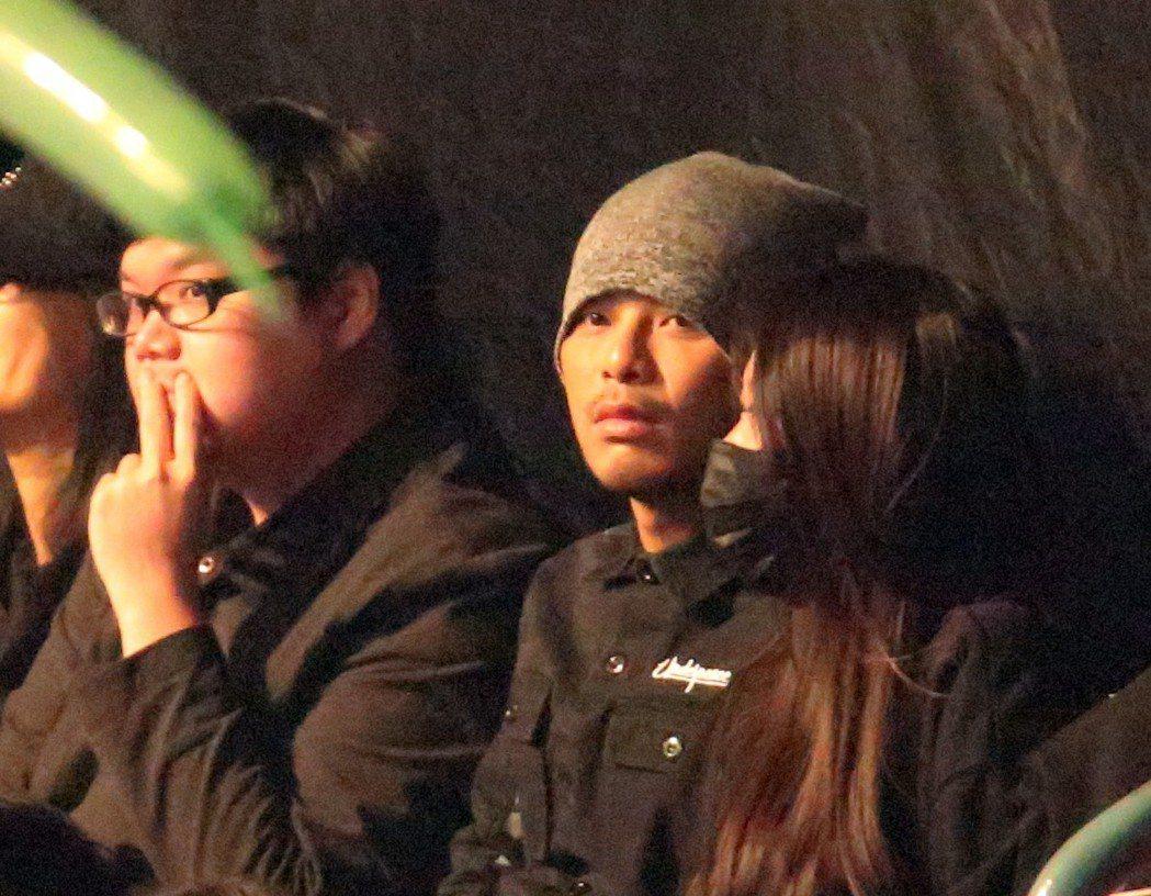 黃明志也坐在台下欣賞玖壹壹演唱會。記者許正宏/攝影