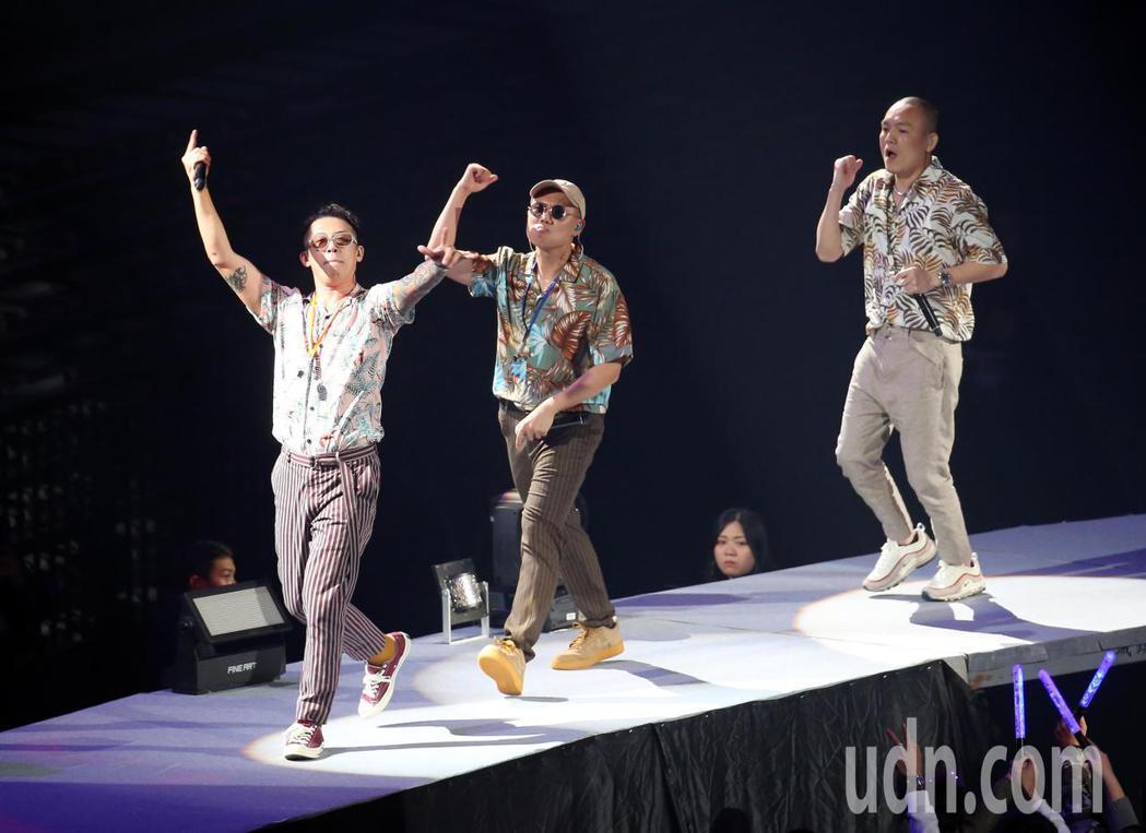 嘻哈樂團玖壹壹晚間在台北小巨蛋開唱。記者許正宏/攝影