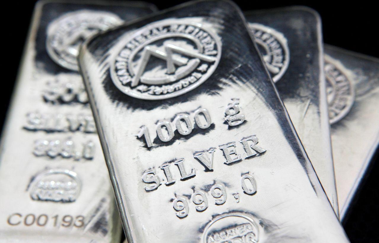 目前價位偏低的銀價看來漲勢蠢蠢欲動。路透
