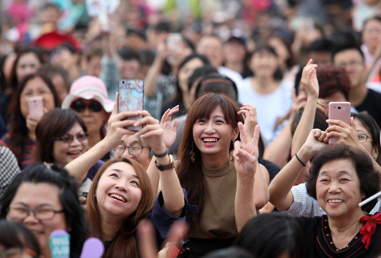 許多「邁粉」到現場支持陳其邁。 記者劉學聖/攝影