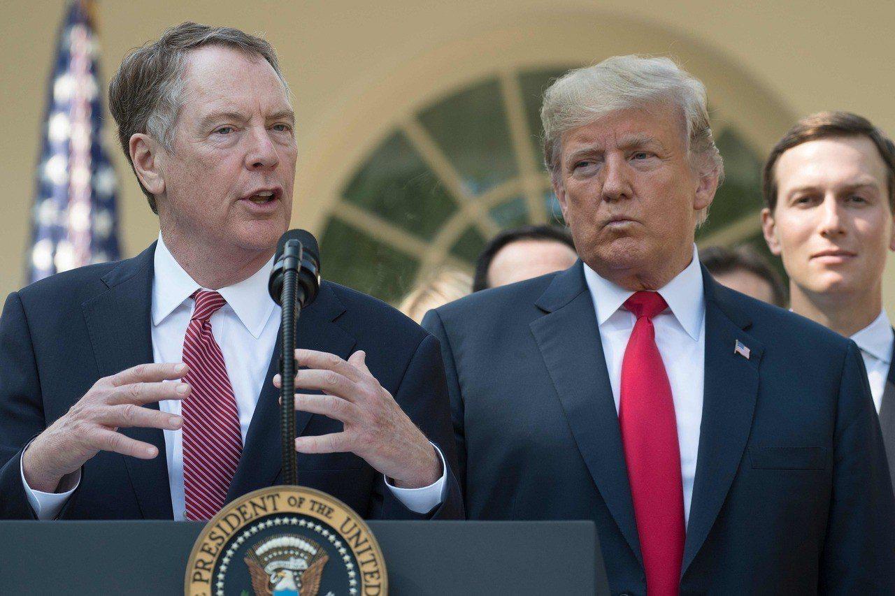 華爾街日報報導,美國總統川普(右)已任命立場強硬的美國貿易代表賴海哲(左)擔網華...