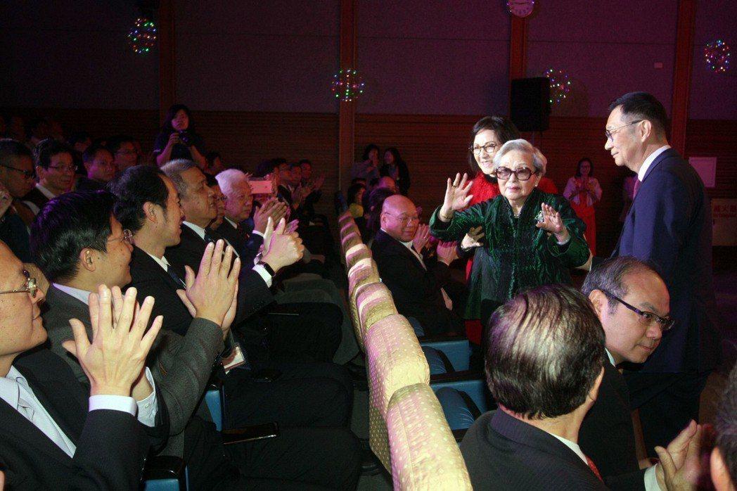 龍華科大創辦人孫陳淑娟女士出席建校49周年校慶大會。龍華科大/提供