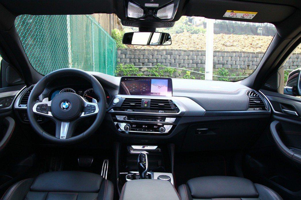 走進車艙內,駕駛人導向的座艙設定,更可以感受到MPA車型營造的戰鬥感。 記者張振...