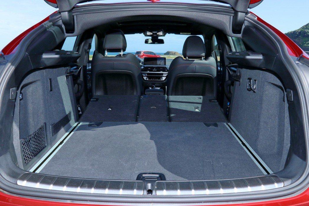 後廂載物空間可視需求從原有的525公升擴充至1,430公升。 記者陳威任/攝影
