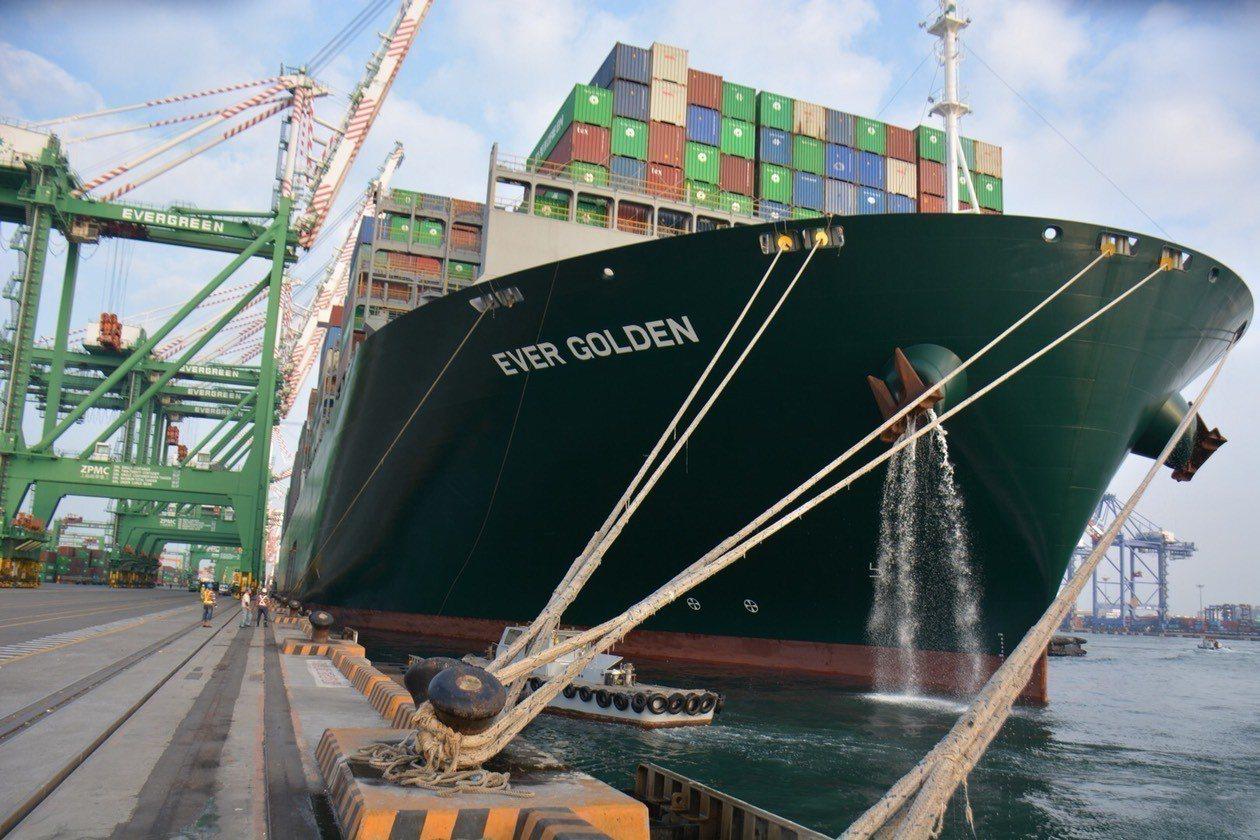 長榮海運公司全貨櫃船,2萬TEU(20呎標準貨櫃單位)級貨櫃輪─巴拿馬籍「長富輪...