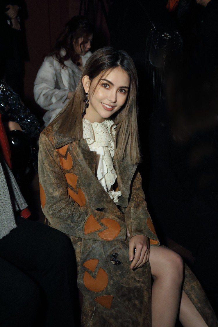 昆凌參加早秋發表,在4度C的上海身穿薄紗裙力挺早秋大秀。圖/COACH提供