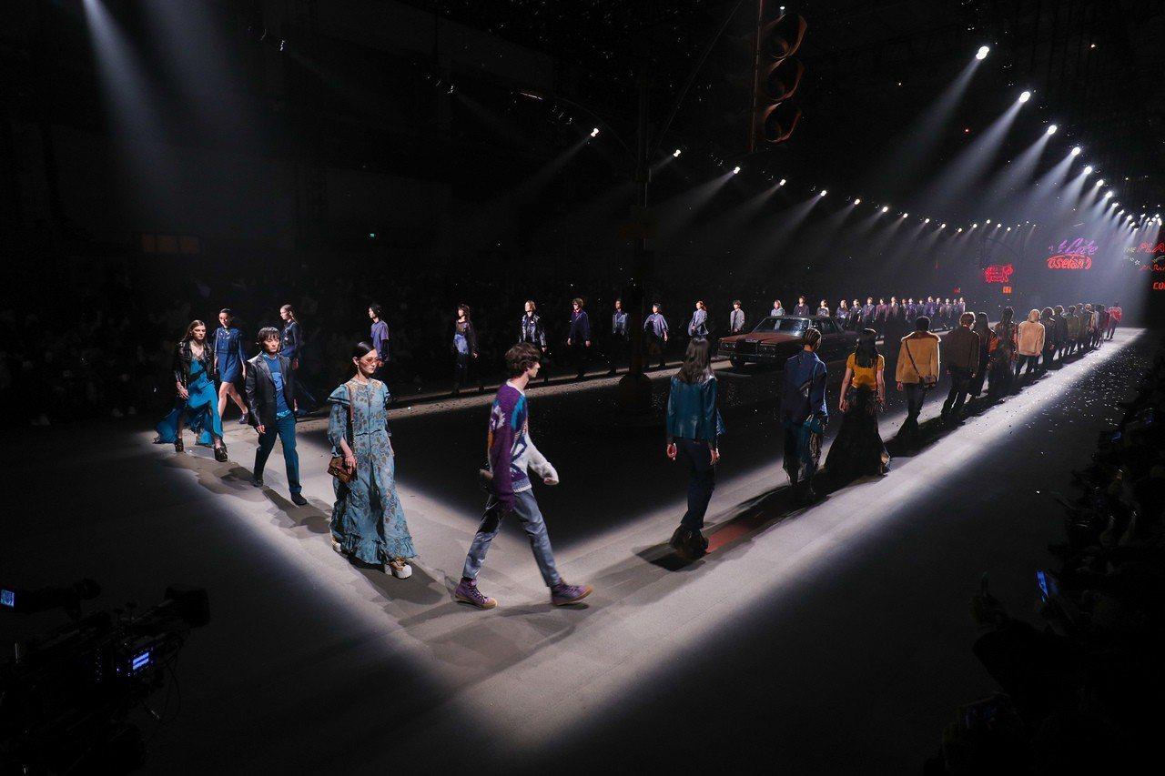 COACH在上海發表2019早秋男女裝系列共54個look。圖/COACH提供