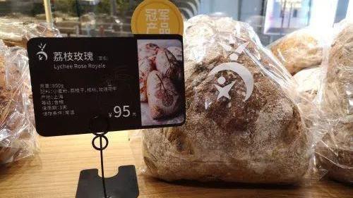 雖然世界冠軍麵包店品質跟口碑名不虛傳,不過,看到麵包價格,陸媒表示「也是吃了一驚...