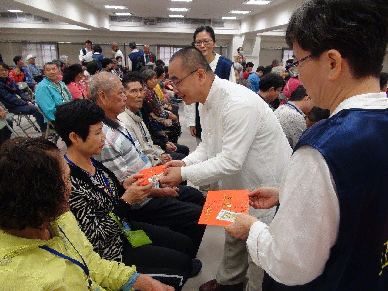 佛教正覺同會今天到高雄,在107年歲末伸出關懷雙手,送給高雄市30里共300名清...