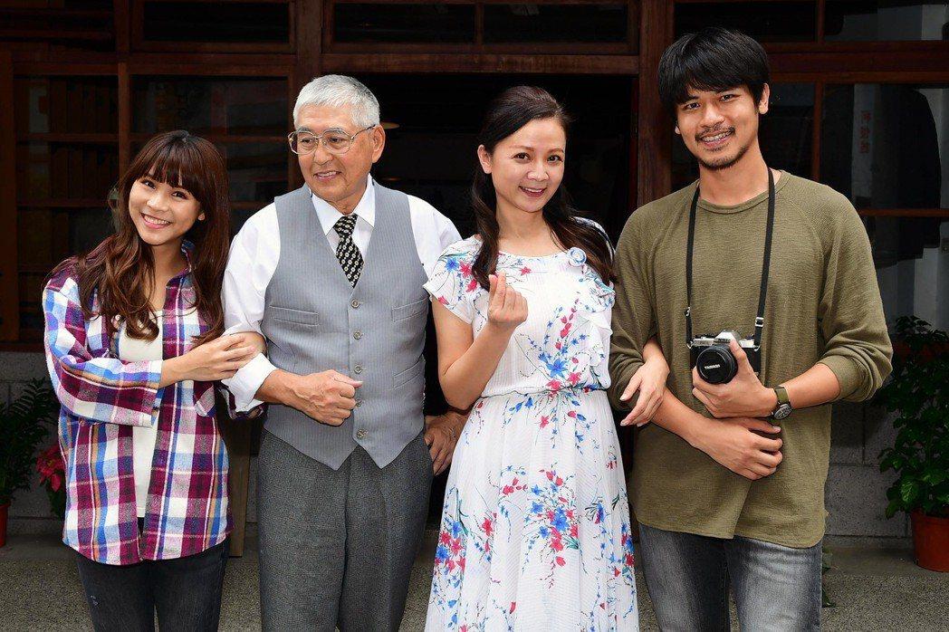 達伶(左起)、柯一正、高欣欣、鍾其翰演出「蘇爺爺的肖像畫」。圖/華視提供