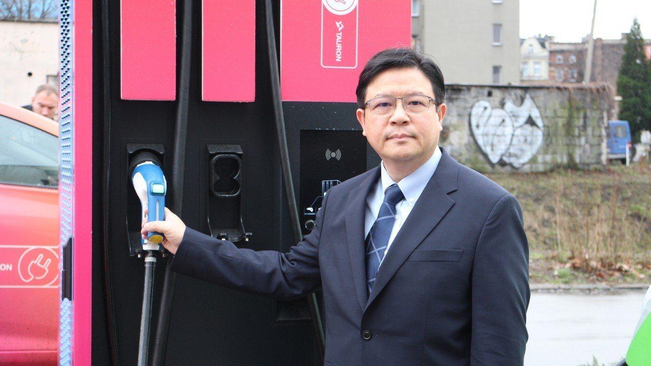 台達資深副總裁鄭安參加永續創新論壇,場外電動車充電樁十分熱門。記者吳姿賢/攝影