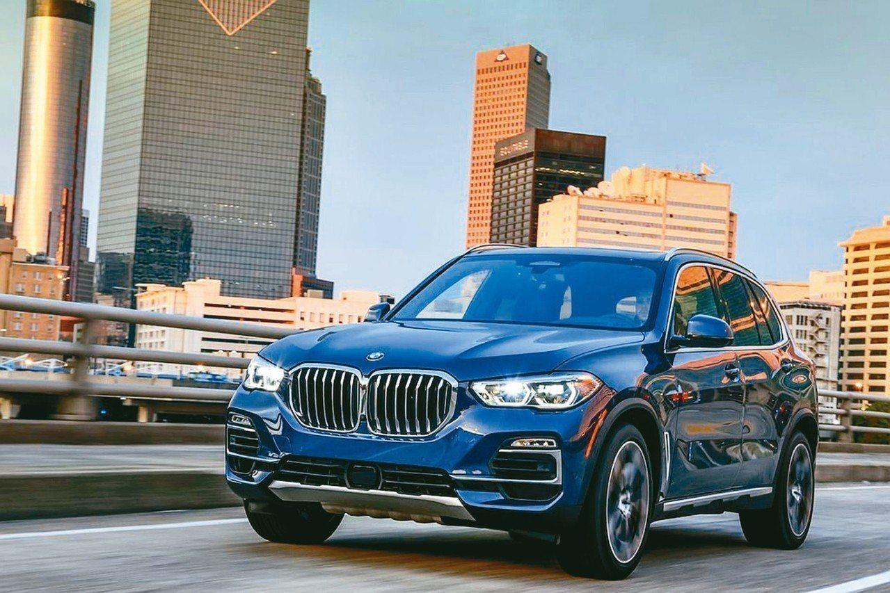 近日頻頻曝光的全新BMW X5不僅先公布343萬台幣起的建議售價,即將正式發表。...