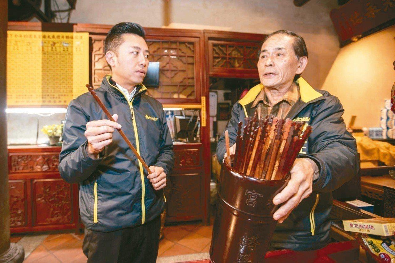 長和里長楊金土(右)獲選為2018新竹市城市英雄。 圖/新竹市府提供