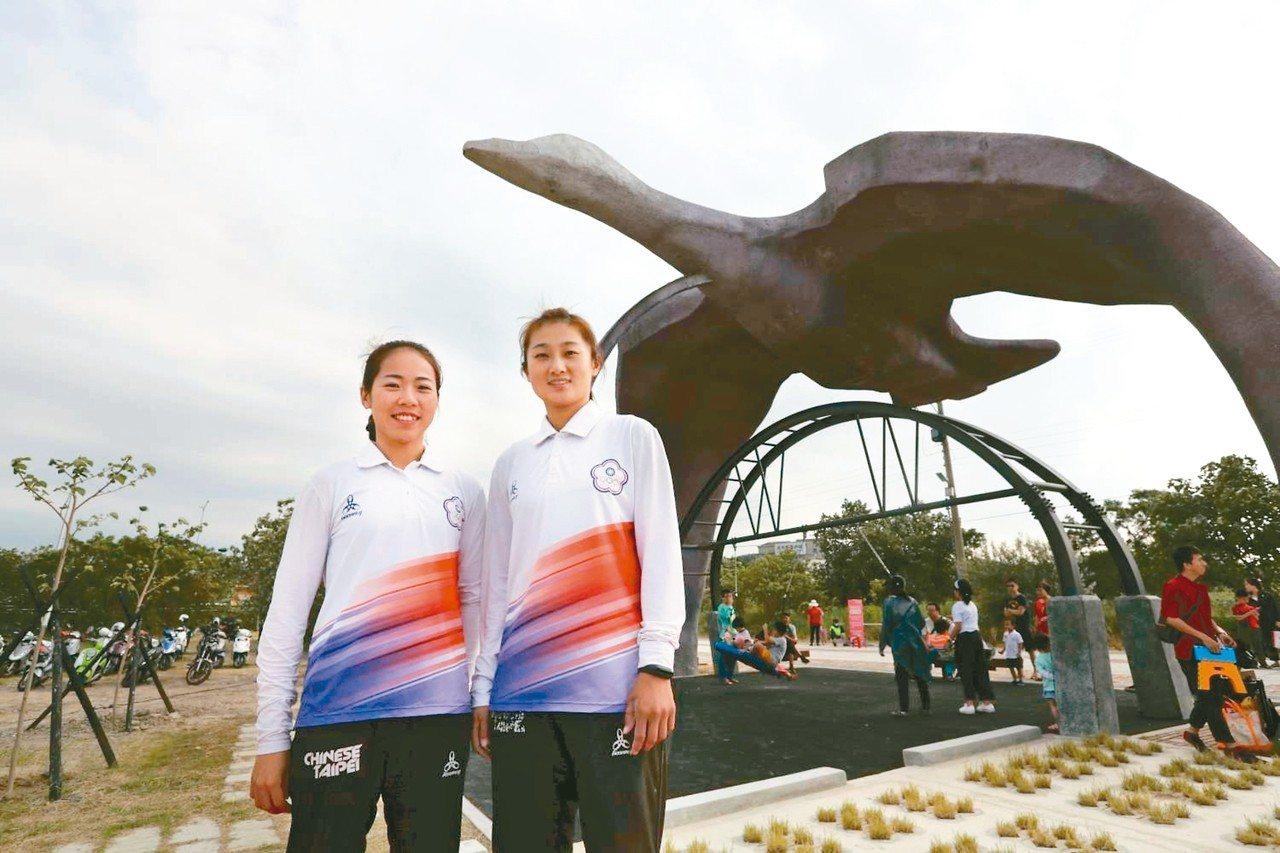 奧運射箭女將譚雅婷(左)獲選為2018新竹市城市英雄。 圖/新竹市府提供