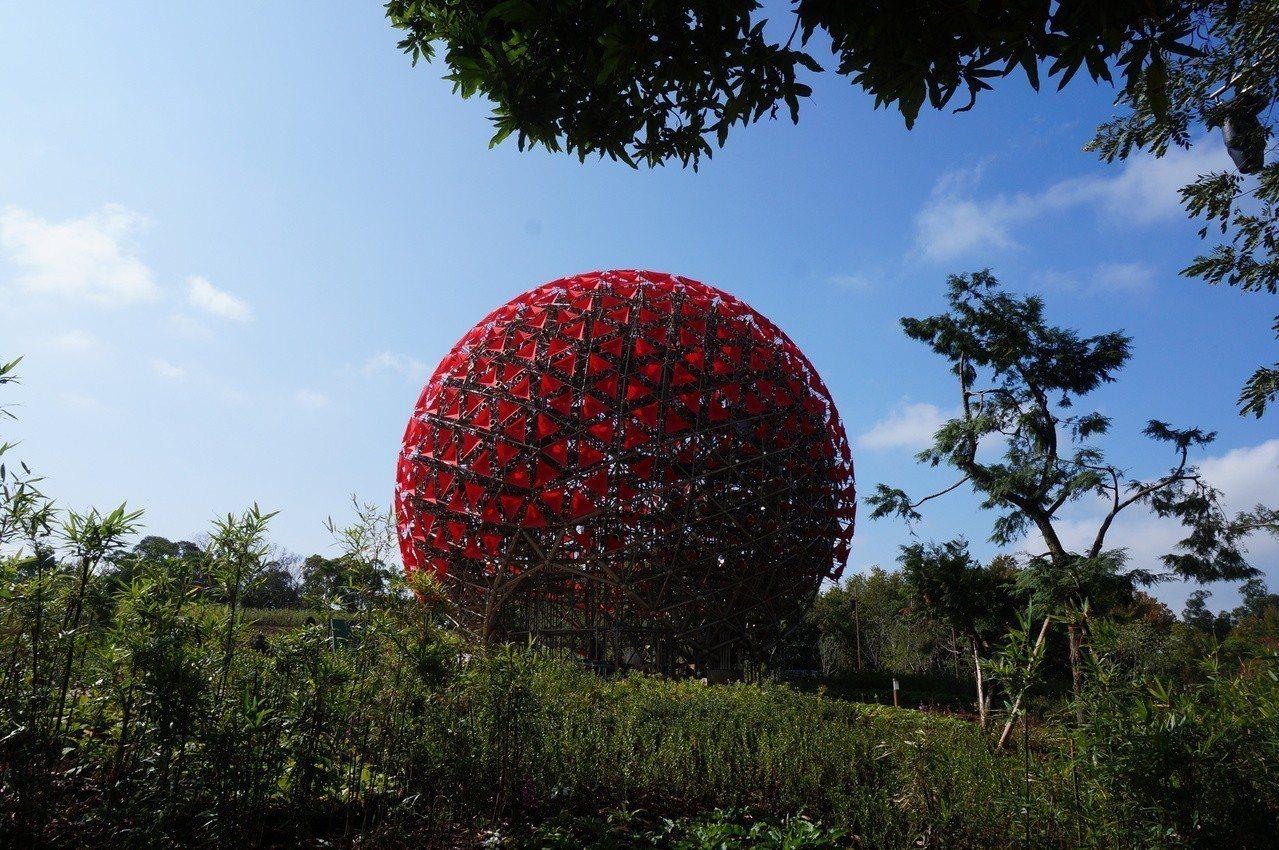 台中花博園區有地表最大機械花。 圖/聯合報系資料照片
