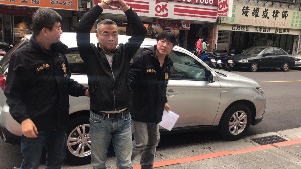 李承龍遭警方移送至士林地檢署。 記者蕭雅娟/攝影