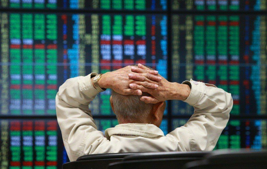台股10日開盤,果如預期開跌,9點02分一度下跌逾百點,力守上周四的低點9,66...