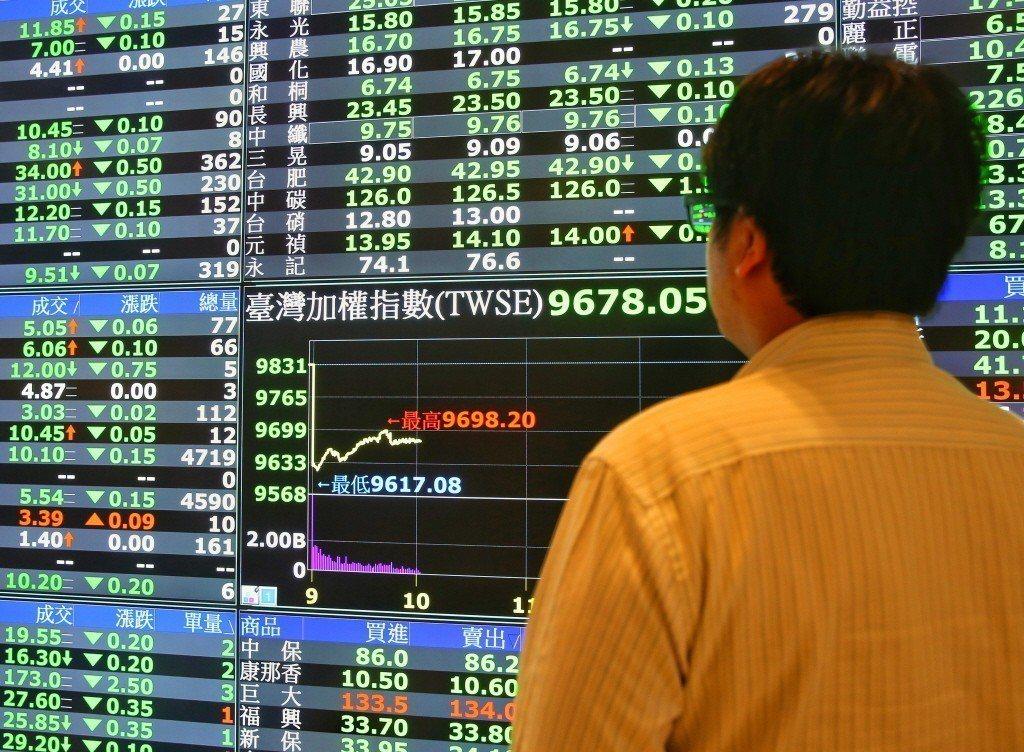 品豐大中華投顧總經理連乾文表示,台股操作還是要戰戰兢兢,亦步亦趨,以5G概念股、...