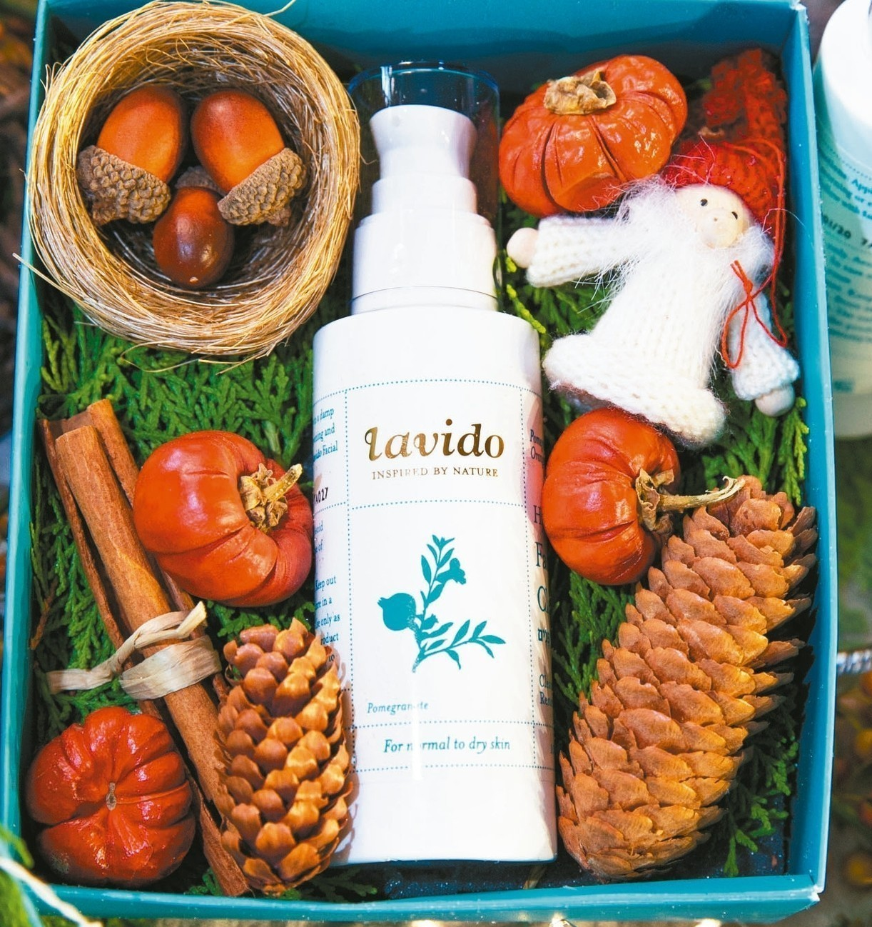 以色列國民保養品牌lavido拉維朵,今年冬季首次推出了「綠色環保聖誕限量禮盒」...