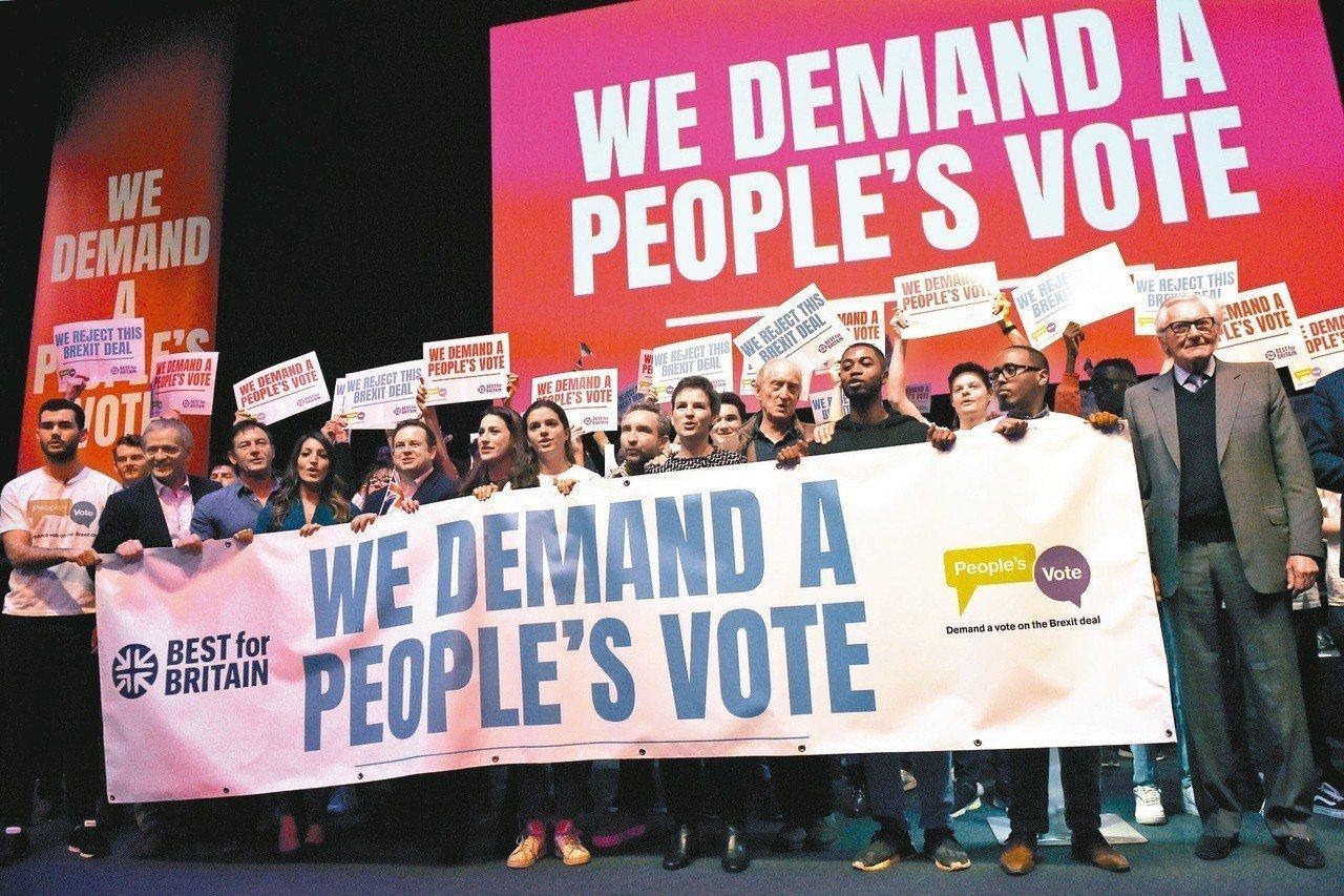 反對脫歐的英國民眾9日在倫敦舉行「人民投票」集會,呼籲舉行二次公投。歐新社